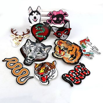 1PC Snake Dog Wolf Patches For Clothing Iron On Embroidered Sew Applique AnimalPatch Fabric Badge Garment DIYApparel Accessories