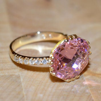 Pink Spinel and Diamond Ring (18k Yellow Gold)