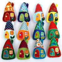 Felt christmas ornaments,Handmade felt houses,Colourful patchwork houses,Miniature houses,cottage,vintage fabric ornaments,wedding favours,