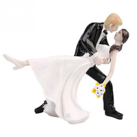 2015 Resin Party Dec Hot Selling A Romantic Dip Dancing Bride Groom Couple Wedding Cake Topper Figurines