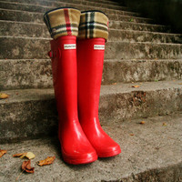 SLUGS Fleece Rain Boot Liners Black With A Red, Tan Classic Chic British Plaid Cuff, Wellington Boot Socks (Med/Lg 9-11 Boot)