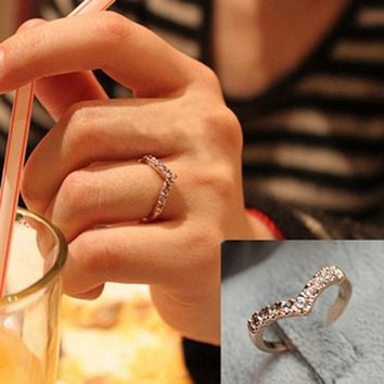 G286 Hot Fashion Girl V shape Finger Rings Bijoux New 2018 Simple Crystal Ring For Women Wedding Jewelry Accessories Gift Cheap