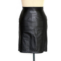 80s  black leather skirt . Leather  mini skirt. Vintage  leather skirt. Size SMALL. Back to School. Fall fashion