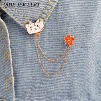 QIHE JEWELRY Natsume's Book of Friends Nyanko-sensei Cat With Flower Tassel Chain Pins Brooches Enamel Lapel Pin Cat Jewelry