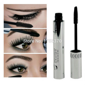 Black Eye Mascara includes Silicone Curving Lengthening Brush