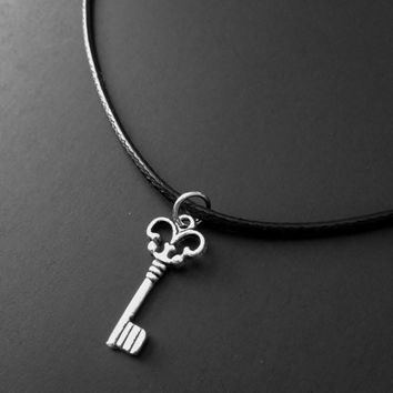 Key Charm, Black Choker, Key Choker, 90s Jewelry, Charm Necklace, Silver Charms, Cord Choker, Boho Jewelry, Steampunk Jewelry, Key Jewelry