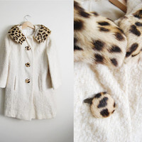 The Kitty - Vintage 60s Mod Dyed Fur Collar White Boucle Coat Swing Leopard Print