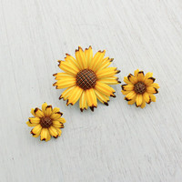 Vintage Yellow Enamel Flower Brooch & Clip On Earrings - Demi Parure Yellow and Brown Mod Floral Costume Jewelry / Dimensional Daisies