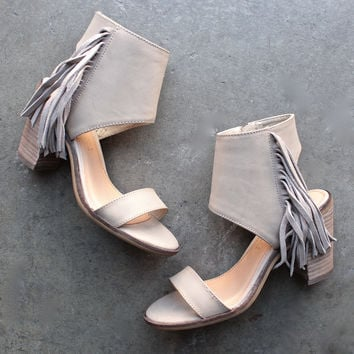 very volatile - vermont fringe leather sandals - taupe