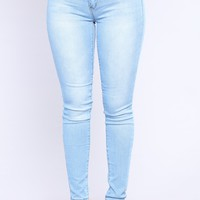 Real Talk Booty Lifting Jeans - Light Blue Wash