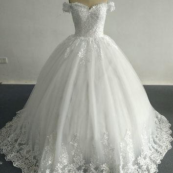 2017 Ball Gown Elegant Wedding Dresses with Appliques Sweetheart Neckline Sleeveless Floor Length Court Train Bridal Gowns