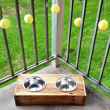 Wood pallet dog or cat dish holder, reclaimed wood, pet dish, dog bowl holder, wooden pet bowl holder, pet feeder, woodworking, country home
