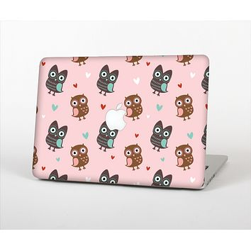 The Subtle Pink and Blue Vector Love Owls Skin Set for the Apple MacBook Air 11""