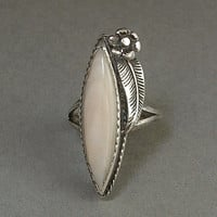 Vintage NATIVE American STERLING Silver NAVAJO Ring Mother Pearl Flower Leaf Motif Size 5 c.1950's