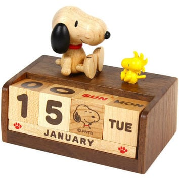 Peanuts Snoopy Wooden Block Perpetual Desk Calendar Sanrio Wood Office Decor
