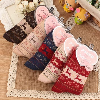 2016 Winter Thermal Cashmere Socks Women Warm Rabbit Wool Socks Female Cute Deer Gift Socks Warm Soft Long Thick Socks