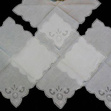 Four White Linen Napkins, Italian Mosaic / Punchwork Napkins, Luncheon Size, Scalloped Edges, Cottage Chic, French Country, Vintage Linens