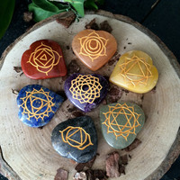 Wow ! 7 Chakra Crystal Healing HEART THERAPHY SET With Symbols - Reiki Healing