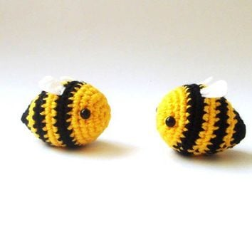 Crochet  bees -  bumble bees set of 2 love couple valentine