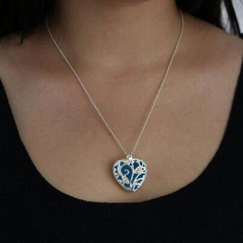 Heart Shape Shinning In The Darkness Necklace Magical Aqua Blue Heart Glow In The Dark Pendant Necklace Gift