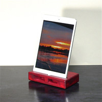 Acoustic Dock for iPad mini in Red.
