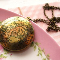 Vintage Map Locket Necklace, Atlas .. on Luulla