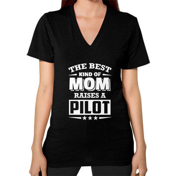 THE BEST KIND OF MOM pilots V-Neck (on woman)