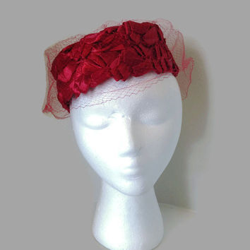 1950s Hat / 1960s Hat / Vintage Ferncroft Lipstick Red Raffia Hat with Veil, Red Straw Hat, Veil Hat, Cocktail Hat