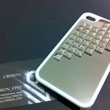 Iphone 4 / 4S white hard case and silver back ground by CRISION