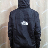 The North Face x Supreme Windbreaker (Assorted Colors)