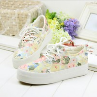 Women Platform Sneakers Low Flower Print Woman Canvas Shoes Students Casual Shoes