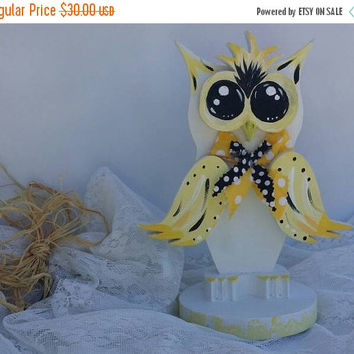 Summer Sale Yellow Owl, Wooden Top Notch Owl, CUTE Mr. Yellow Tuft the Owl, desk topper/shelf sitter/owl lover Owl, Hand crafted & painted Y