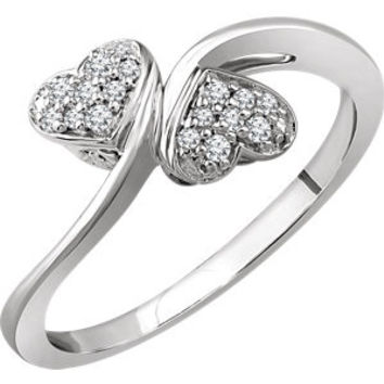 10K White 1-10 CTW Diamond Heart Promise Ring