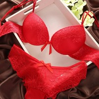 New Brand Sexy Underwear Women Bra Set Lingerie Set Luxurious Vintage Lace Embroidery Push Up Bra And Panty Set