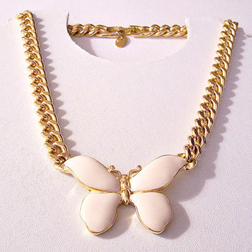 Les Bernard Beige Butterfly Necklace Choker Gold Tone Vintage Flat Edge Curb Link Chain Monarch Bug Pendant Hangtag Horseshoe Foldover Clasp