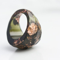 Deep Lichen Green Resin Ring Olive khaki Green Rose Gold Flakes Faceted Cocktail Ring OOAK geometric minimalist winter woodland rusteam