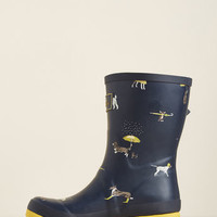 Just Splashing Through Rain Boot in Navy Dogs