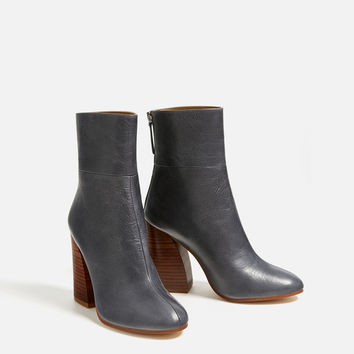 LEATHER ANKLE BOOTS WITH WOODEN HEEL