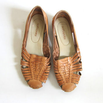 Vintage tan brown leather huaraches.l huarache sandals. Leather flats. womens shoes size 9