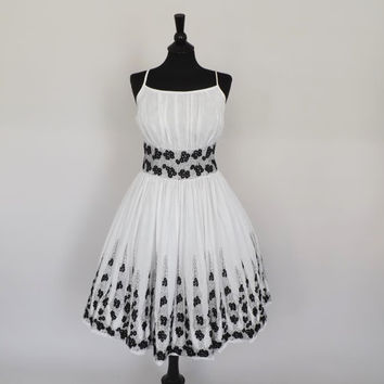 Vintage 1950's Floral Tea Dress 50s Black White Floral Cotton Sundress 1960s Mad Men Picnic Dress Circle Skirt Size Medium Large Party Dress