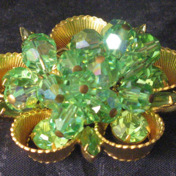 D&E Juliana Gold-tone Flower Brooch Pin Green Rhinestones Faceted Dangle Beads Unsigned