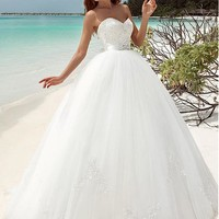 [166.99] Fabulous Tulle Sweetheart Neckline Ball Gown Wedding Dresses With Beaded Lace Appliques - dressilyme.com
