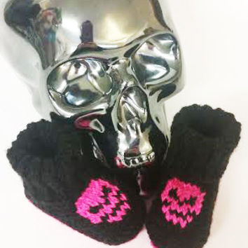 Baby Skull Booties, Baby Goth Booties, Pirate Baby Booties, Knitted Baby Goth, Knitted Baby Booties