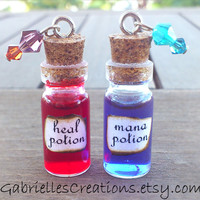 Health and Mana Potion Necklace - Gamer and geek gift - Liquid in glass miniature bottle