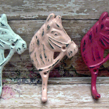 Horse Head Hook Set Cast Iron Shabby Chic Horsehead Distressed White Pastel Pink Hot Bold Berry 3 Wall Hooks Jewelry Leash Coat Hat Western