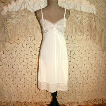 cf0fa3abc69 Vintage Lingerie Vanity Fair Full Slip Ivory Beige Lace Bust 38. Womens  Fashion ...