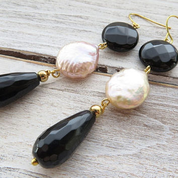 Black agate earrings, light pink pearl earrings, drop earrings, baroque pearl earrings, dangle earrings, stone jewelry, italian jewelry