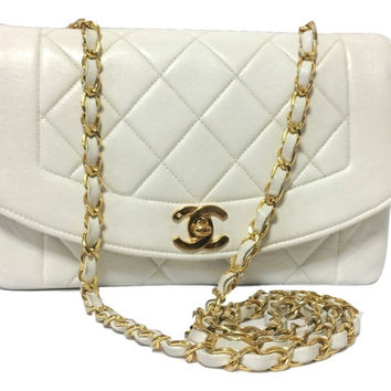 Vintage CHANEL white lambskin flap chain shoulder bag, classic 2.55 purse with gold tone CC closure.