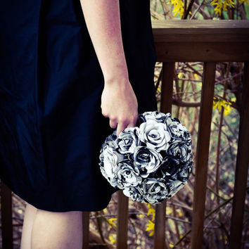 The Walking Dead Bridal Bouquet - Black, White and Gray Bridal Bouqet - Paper Wedding Bouquet - Comic Book Wedding Bouquet - Wedding Bouquet
