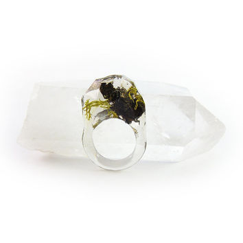 Asymmetrical Faceted Terrarium Ring • Size 9 • Eco Resin Moss Ring • Unusual Art Nature • Faceted Terrarium • Geometric Terrarium Ring C7